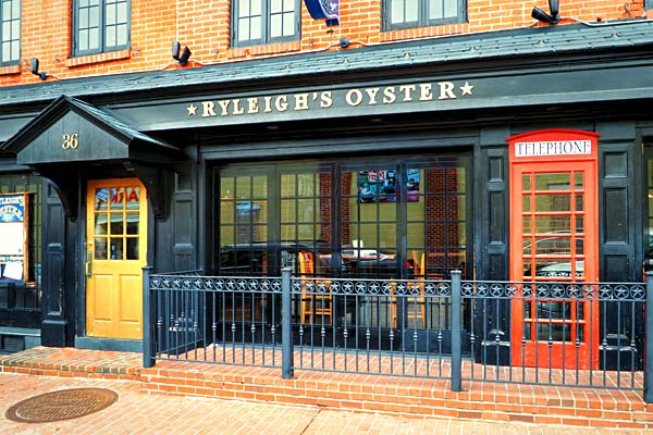 Relaxed oyster bar atmosphere in Fed Hill. - Baltimore Maryland